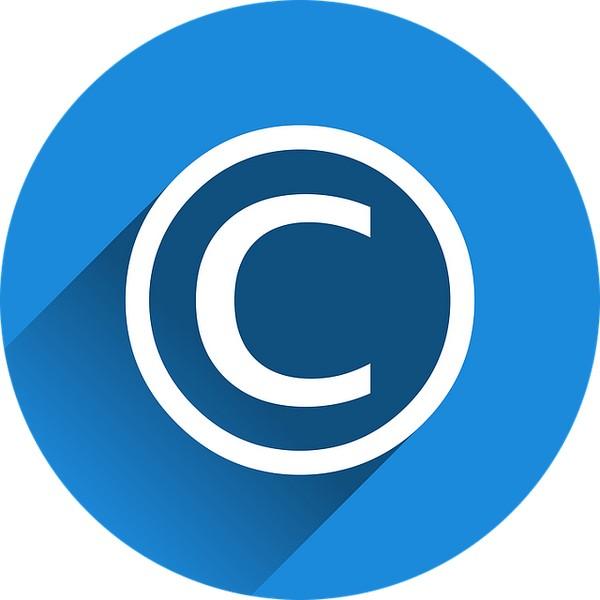 copyright-zeichen auf blauem Untergrund